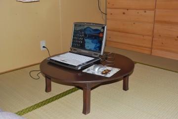 ちゃぶ台でパソコン