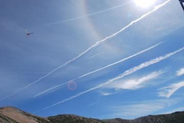 """左上は飛行機じゃありません。虫です """"^_^"""""""