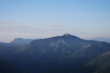 笠ヶ岳のあたまがチョコンと・・わかりますか?