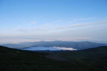 有峰湖の雲海に影薬師