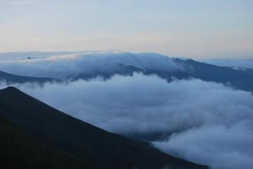 流れる雲と槍の穂先