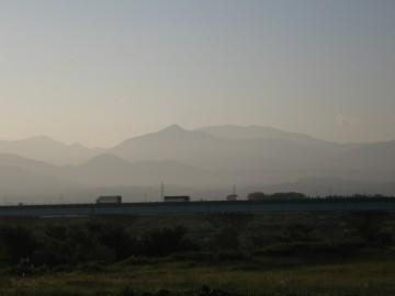 左から、越中沢岳・スゴの頭・三角錐の鍬崎山・そして奥に薬師岳・・・やっぱり大きいねぇ!
