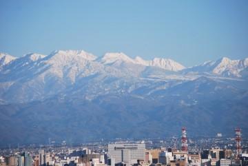 なだらかな弥陀ヶ原高原は、春はスキー、夏は池糖めぐり、そして錦秋へと、様々に楽しめます