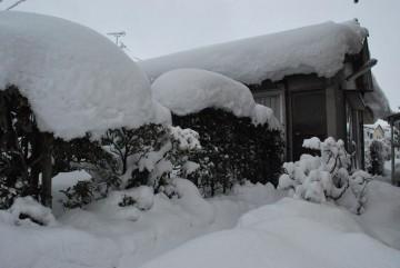 夫は毎朝5時起きで雪搔き。掻いても、掻いてもすぐ積もる雪に、夫は怒っていた。