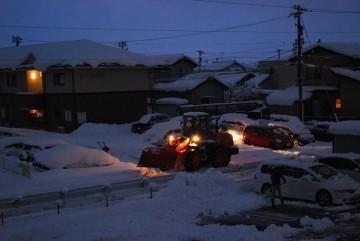 極寒の早朝から除雪作業、頭が下がります。