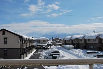 """""""これで大雪が終わったと思うなよ! """"  と言ってるみたいに、剣岳が半分しか見えません。ピーカンが恋しい・・"""