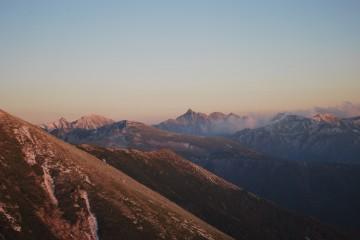夕照の槍、穂高、と 奥黒部の山々