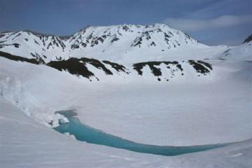 この時期に湖面が出ているのは、珍しいと言うことです。積雪が少なかったんでしょうか・・