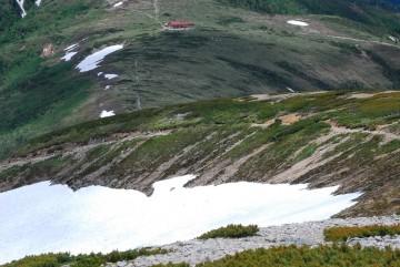 あと一息で稜線!そして、10分足らずで薬師岳山荘到着。(小屋は直前まで見えません)