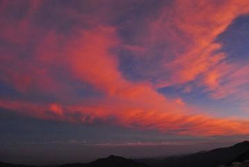 ピンクに染まった雲