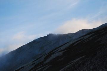 突然山頂辺りに、ガスが湧きあがりました。