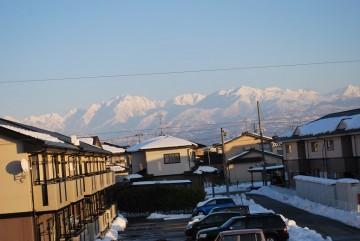 全ての山が深々と雪を被ってます。見てる分には綺麗ですが、冬山の怖さも感じられますね。