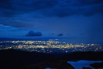 夜には、富山平野の夜景が眼下に広がり・・・