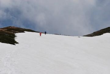 あの稜線に出たら、小屋まで10分。 ガンバ!