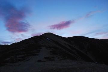 山頂での御来光は二人占めだったそうです。四日目にして、ようやく報いられました。グッドラック!