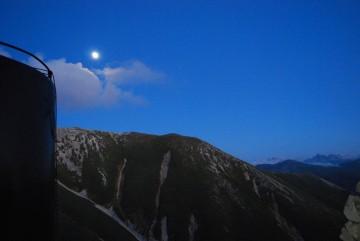 東南陵から上がり始めた名月。昨年の様子