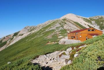 """""""こうゆうとこ"""" に建ってる小屋です。ここが2701mで、展望抜群です。いいとこでしょ(^^)/"""
