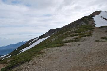 曇天ながら視界はバッチリ。大日岳、立山弥陀ヶ原高原なども、きれいに見えます。