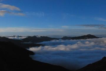 雲の平は、雲海で、まさしく「クモのタイラ」に成っています。
