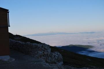 雲海に浮かぶ白山