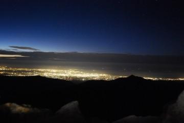 寒かったけど、外で撮りました。富山湾がはっきり分かります。