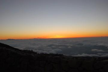 あっち見て、こっち見て、夕日も、名月も、トリプルで見る事が出来ました。し・あ・わ・せ!(^^)!