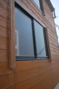 知らない間に凍って、開かなくなってました。