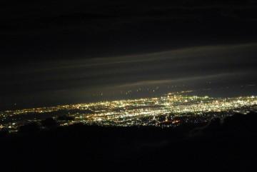 連日富山平野の夜景が見えています。 きらきらと宝石の様です。