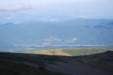 「有峰湖が下にあったんだね、知らんかった・・」昨日、ガスで真っ白の中をひたすら歩くのみで、何も見えなかったから(-_-)