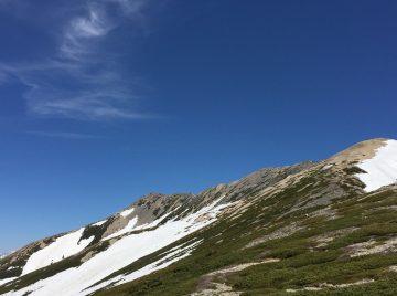 前日の大荒れが嘘みたいな、薬師岳の青い空