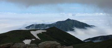 天気回復のバロメーターとなる、鍬崎のピーク。バッチリ登山日和