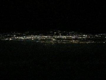 街の灯りが消えてるラインの向こうは、富山湾。山から海まで、とても近いのが特徴(^^)